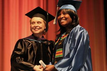 Governor Gregoire congratulates a 2006 Clark College graduate