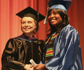 Governor Chris Gregoire congratulates a Clark College graduate during commencement 2006.