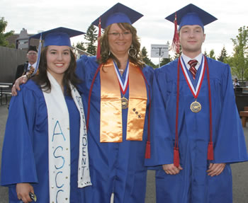 Left to right: ASCC President Amanda Mayoral, 2007 All-Washington Team Member Sue Corey, 2007 All-Washington Academic team member Max Holloway